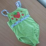 Купальник девочке детский 116-122 см Marks&Spencer Маркс и Спенсер цветы зеленый клубничка ягодка