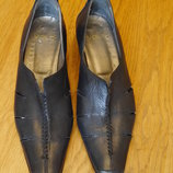 Туфлі шкіряні розмір 40 стелька 27,7 см Volo