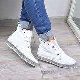 Женские стильные ботинки на шнурках