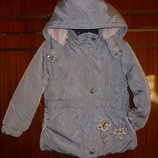 Продам демисезонную курточку на девочку рост 110.