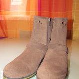 Модные женские ботинки Clarks