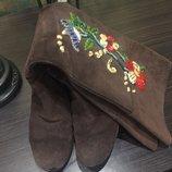 Шикарные замшевые сапоги с вышивкой Италия