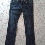 Новые женские джинсы на худеньких.