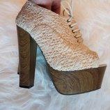 Крутейшие ажурные босоножки со шнуровкой на высоком устойчивом каблуке