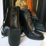 Женские кожаные ботинки на платформе устройством конусном каблуке