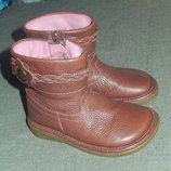 Clarks кожаные демисезонные сапожки,р-р 5,5F ,стелька 14 см,состояние новых