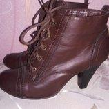 Ботинки екокожа 38 р по ст 25 см состояние на фото каблук 9 см