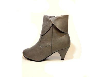 Ботинки-Полусапожки женские демисезонные серые и черные на каблуке. Размер 36-41.
