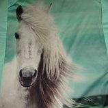 Свитшот мятного цвета с лошадкой.