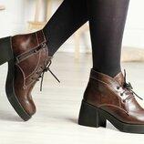 Кожаные ботиночки на толстой подошве и массивном каблуке.В наличии