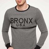 темно-серый мужской свитшот De Facto с черной окантовкой и надписью на груди Bronx U.S.A.