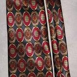 Модный стильный шелковый галстук.