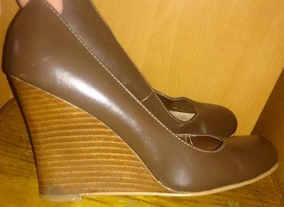 стильні коричневі туфлі шкіра р39 New look
