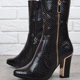Сапоги женские на каблуке черные Ascalini глянцевая текстура