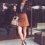 Трендовая юбка- трапеция из шнуровкой, под натураный замш .