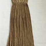 Вечернее открытое золотистое платье с большим разрезом