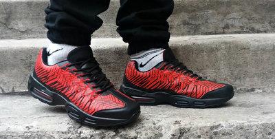 Кроссовки мужские демисезонные комбинированные черно-красные в стиле Найк.