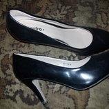 Нові туфлі 39 р.