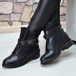 Женские кожаные ботинки Moschino