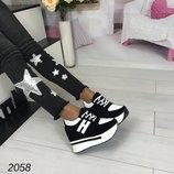 Стильные кроссовки на платформе