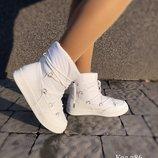 Дутики женские белые на шнурках Зима
