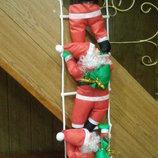 3 Дед мороза на лестнице, 3 Санты на лестнице.