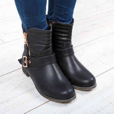 36,37. ботинки байка На низком каблучке, Женские ботинки. деми полусапожки ремешки