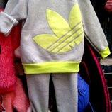В наличии. Теплый костюм на флисе Adidas 100-120см рост
