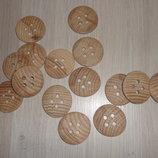 Деревянная круглая пуговица на 4 отверстия