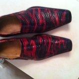 Яркие мужские туфли 40 размера