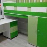 Кровать-Чердак с мобильным столом, пеналом, полками и лестницей-комодом кл9-3