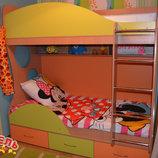 Кровать детская двухъярусная с полками и нишами для белья а7