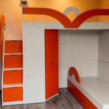 Детская двухъярусная кровать с угловым шкафом и лестницей-комодом ал16