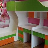 Детская двухъярусная кровать с двумя столами и лестницей-комодом ал3