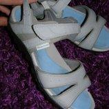 39 разм. Фирменные сандалии QUECHUA