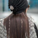 шапка черная зима сзади брошь