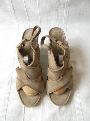 Жен.кожаные босоножки Wrangler p.39 дл.ст 26 см
