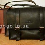 Черная кожаная мужская сумка ручной работы через плечо горизонтальная