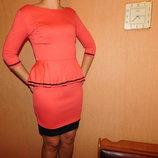 Платье коралл с баской 44 р