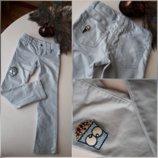 Джинсы Skinny fit Crazy 8 серебряные блестящие 6 лет, скинни, брюки, нашивка принт