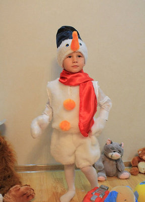 Карнавальный новогодний костюм Снеговик меховой и другие