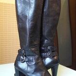 Модные кожаные сапоги на каблуке