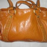 Фирменная яркая кожаная сумка средних размеров
