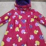 Продам в новом состоянии, фирменный beauty and the bib прорезиненный плащ-курточку на флисе 4-6 лет