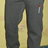 Теплые спортивные штаны Reebok с вышивкой серые на манжете.