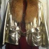 Куртка на 48 -50 размер.