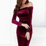 Облегающее бархатное платье