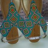 Продам сандали новые New look