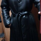 пальто кожаное от Валентино, размер С, или небольшая М