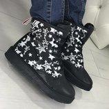 Черные зимние ботинки со звёздами